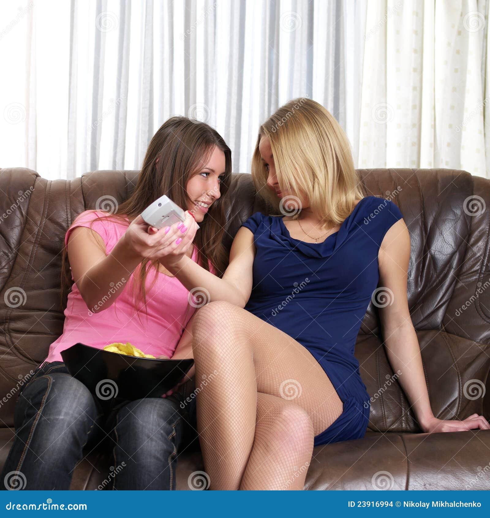 Target2450_1_ dwa leżanek dziewczyny