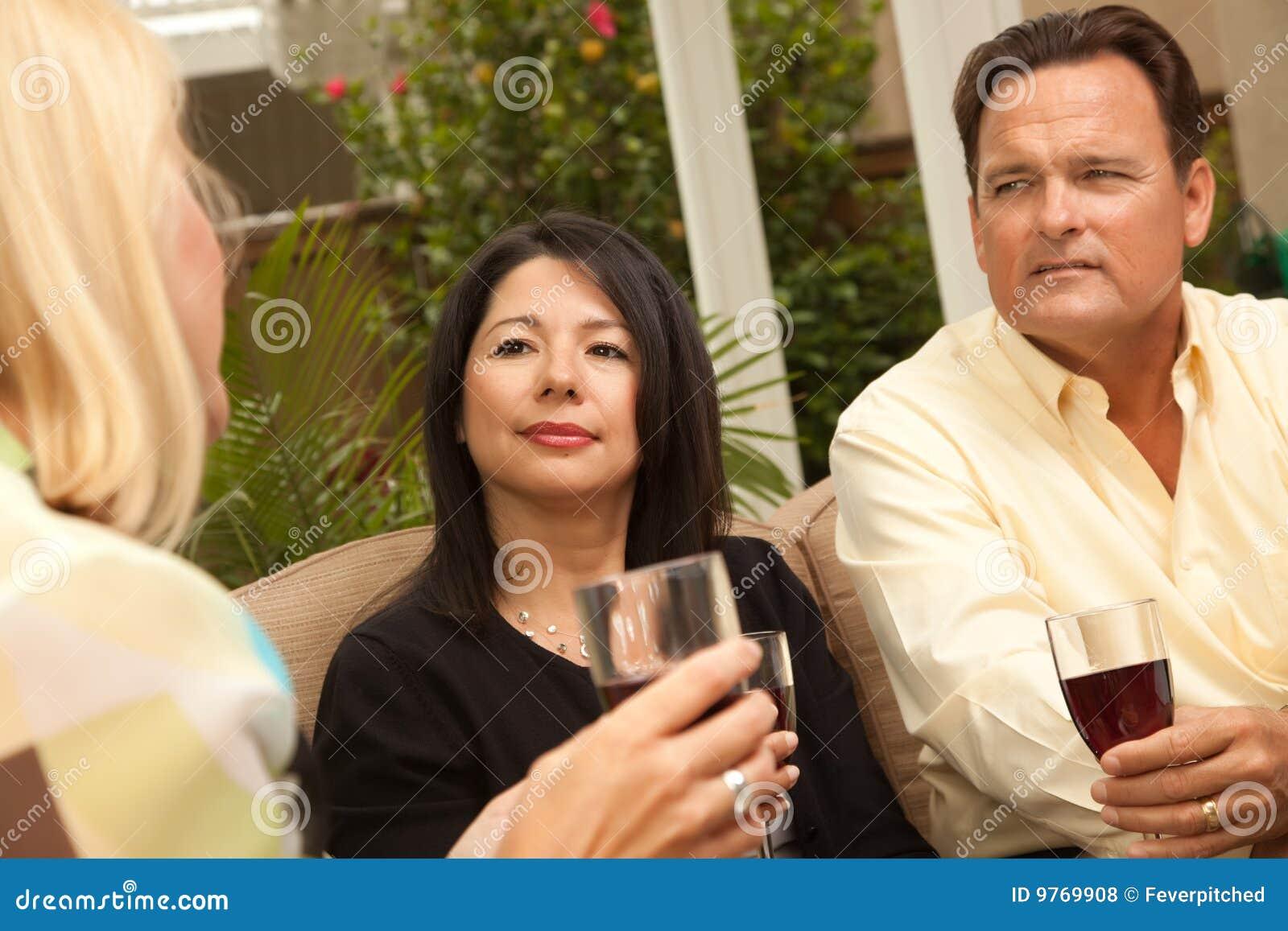 Target27_0_ przyjaciół patia trzy wino