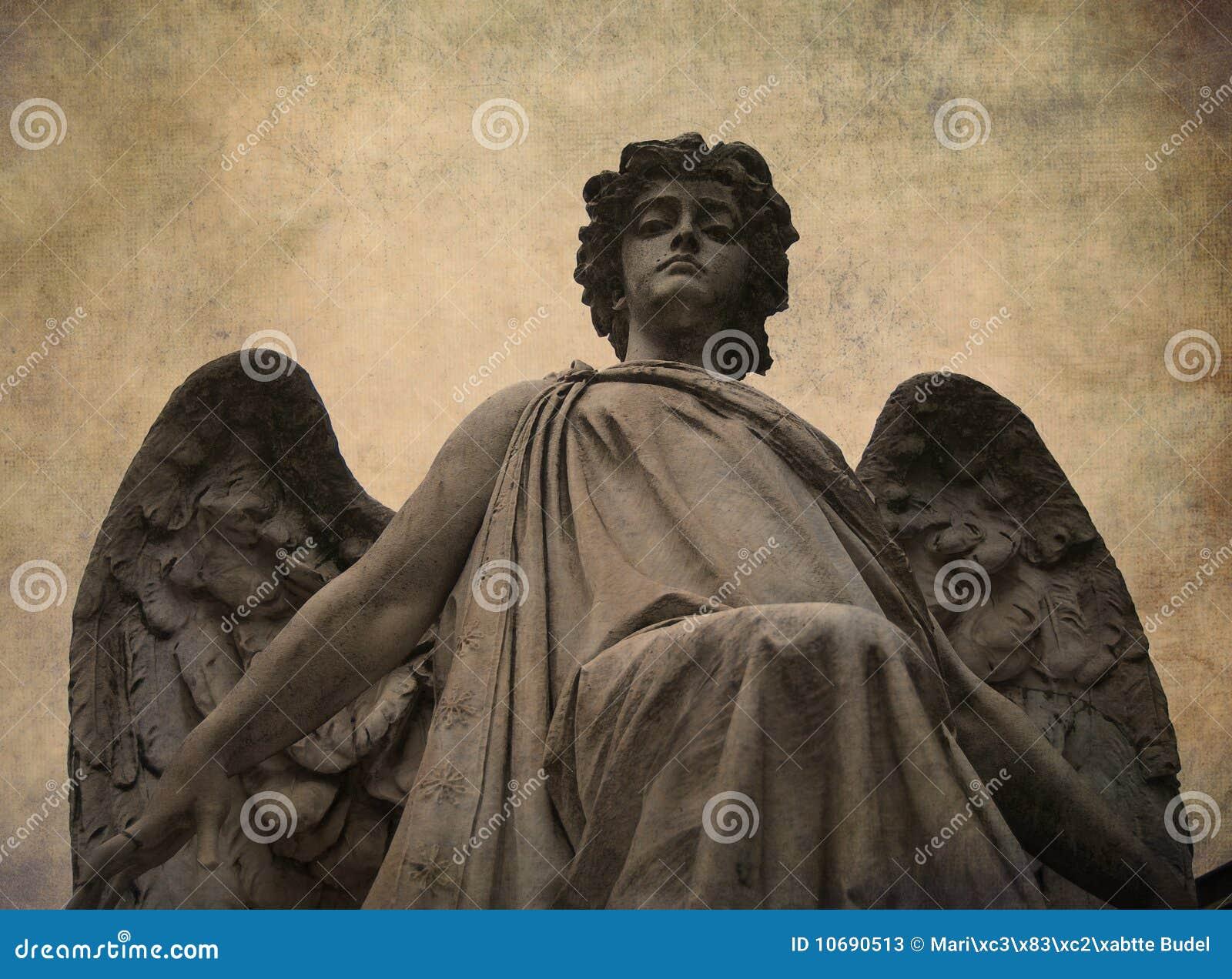 Target473_0_ statuę anioła puszek