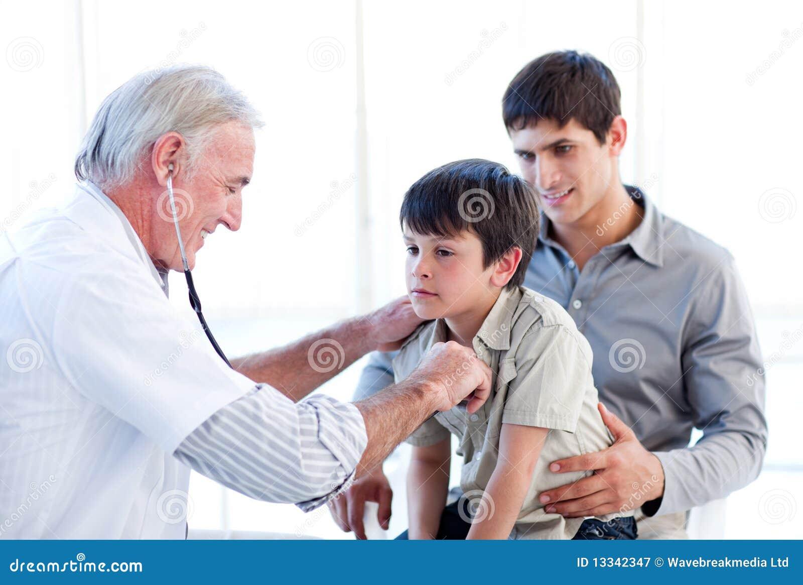 Target662_0_ ojca chłopiec lekarka jego senior