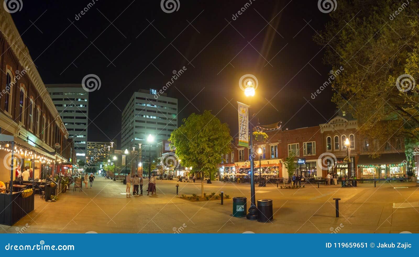 Targowy kwadrat, Knoxville, Tennessee, Stany Zjednoczone Ameryka: [nocy życie w centrum Knoxville]