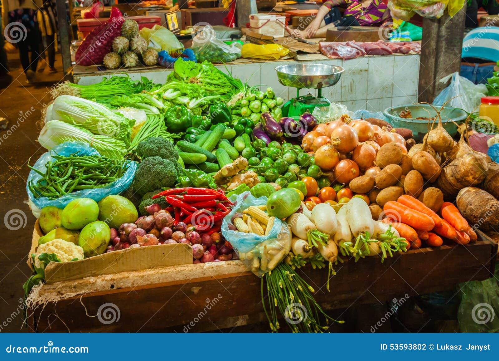 Targowy produkt spożywczy Cambodia miejscowego rynku siem przeprowadza żniwa