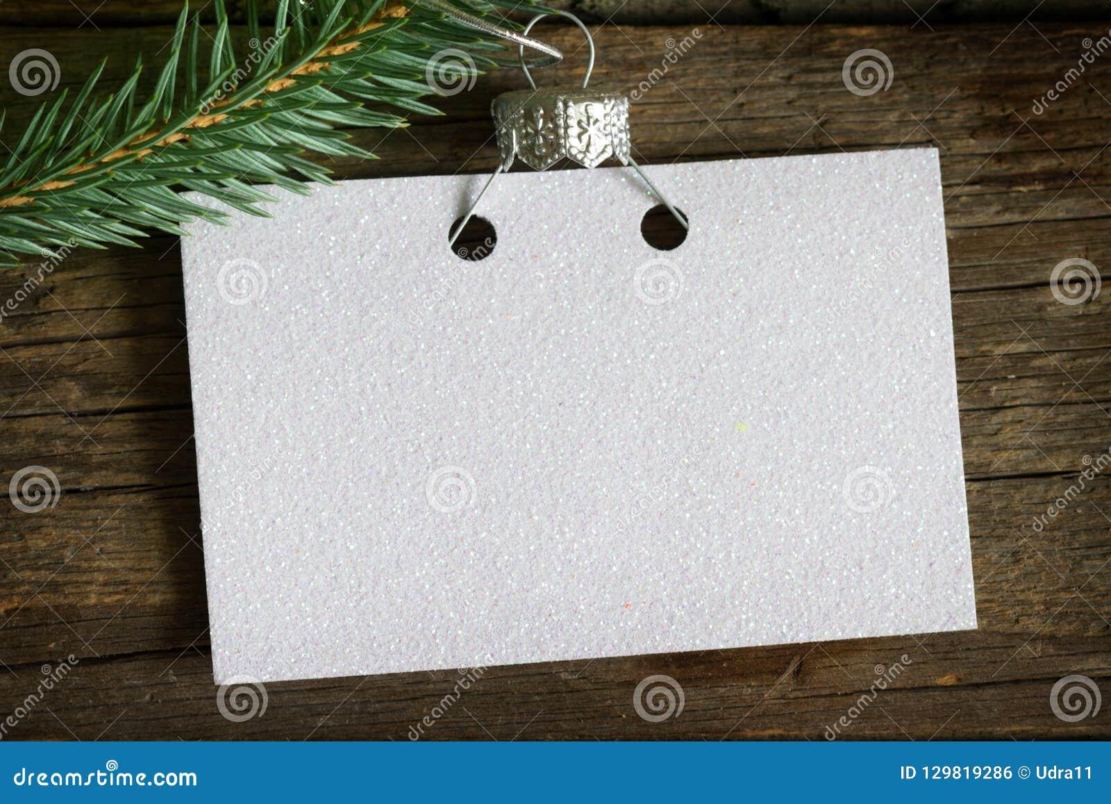 Tarjeta vacía del negocio de la invitación en el concepto del fondo del extracto del árbol de navidad