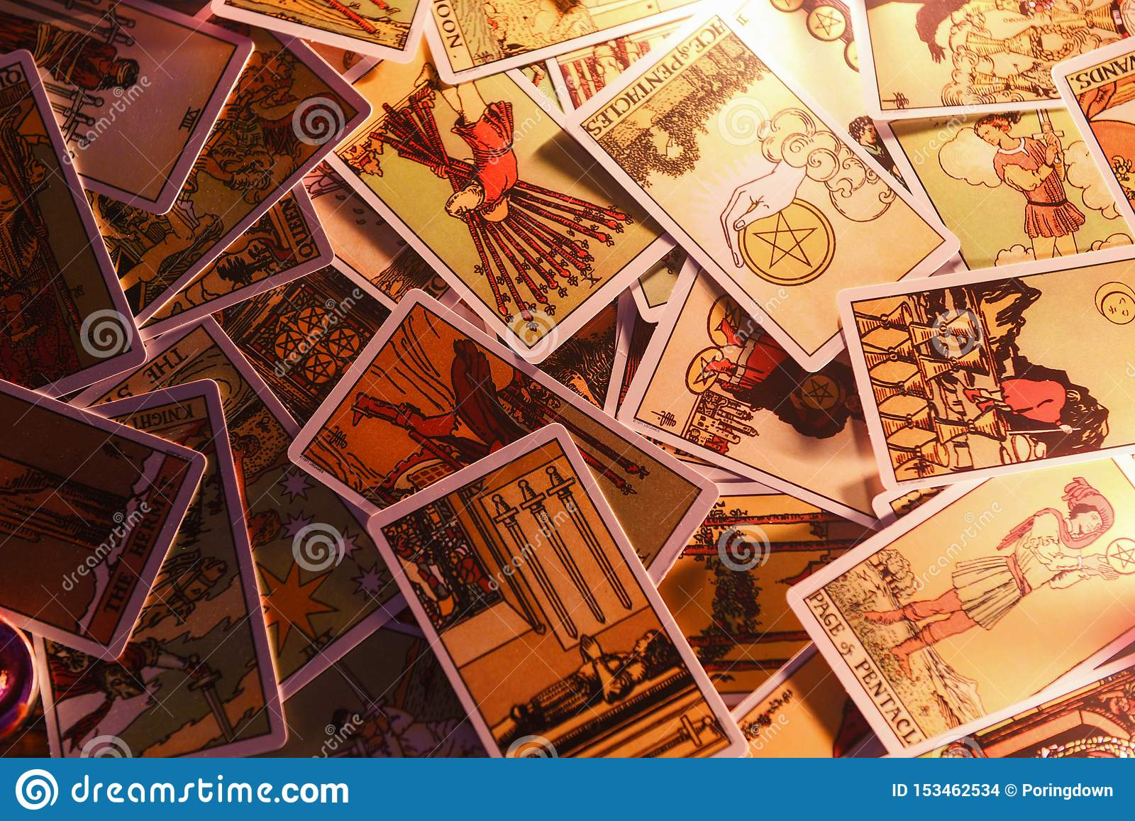 Tarot读书通灵占卜的占卜用的纸牌