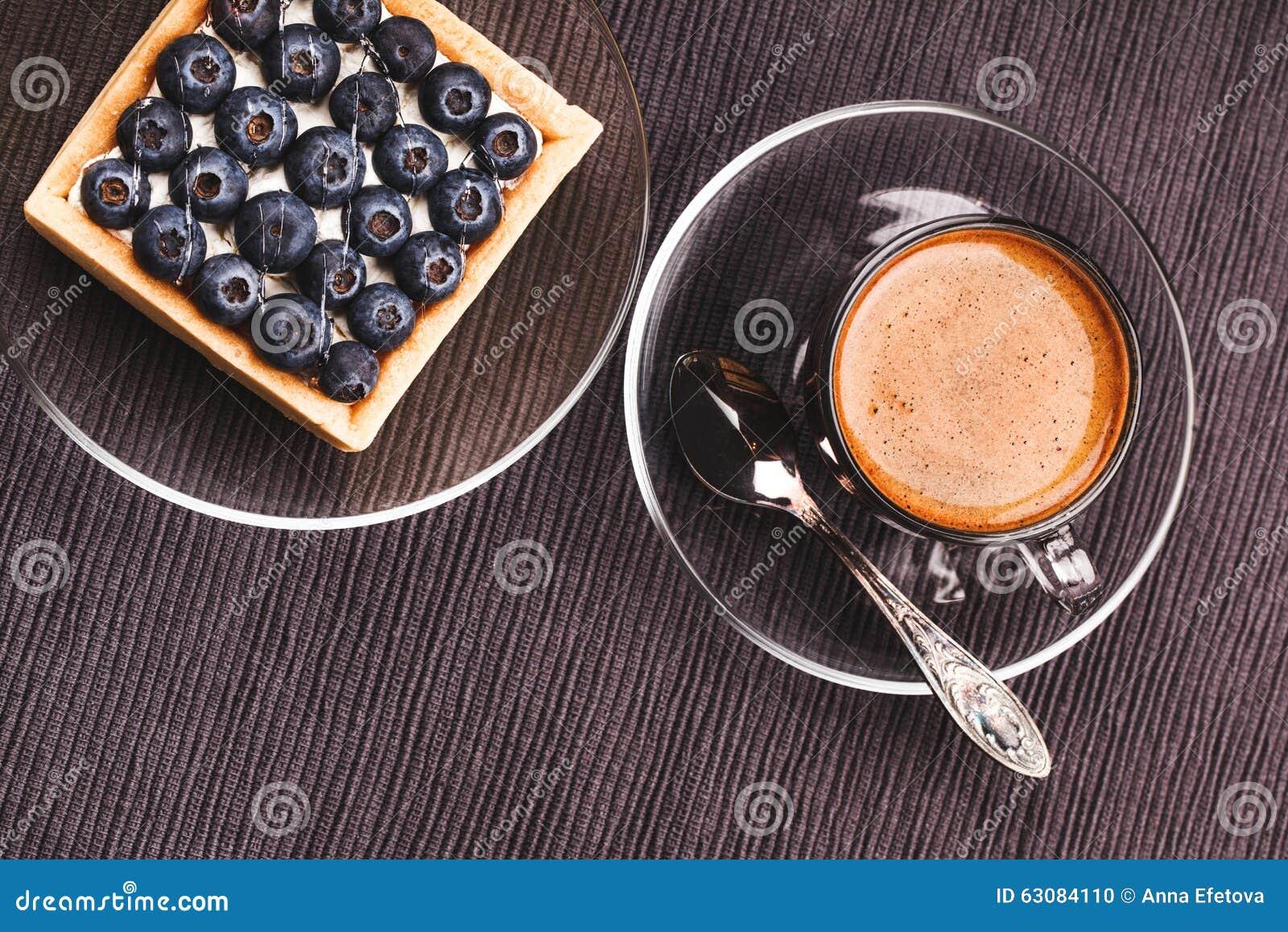 Download Tarte et café de myrtille photo stock. Image du délicieux - 63084110