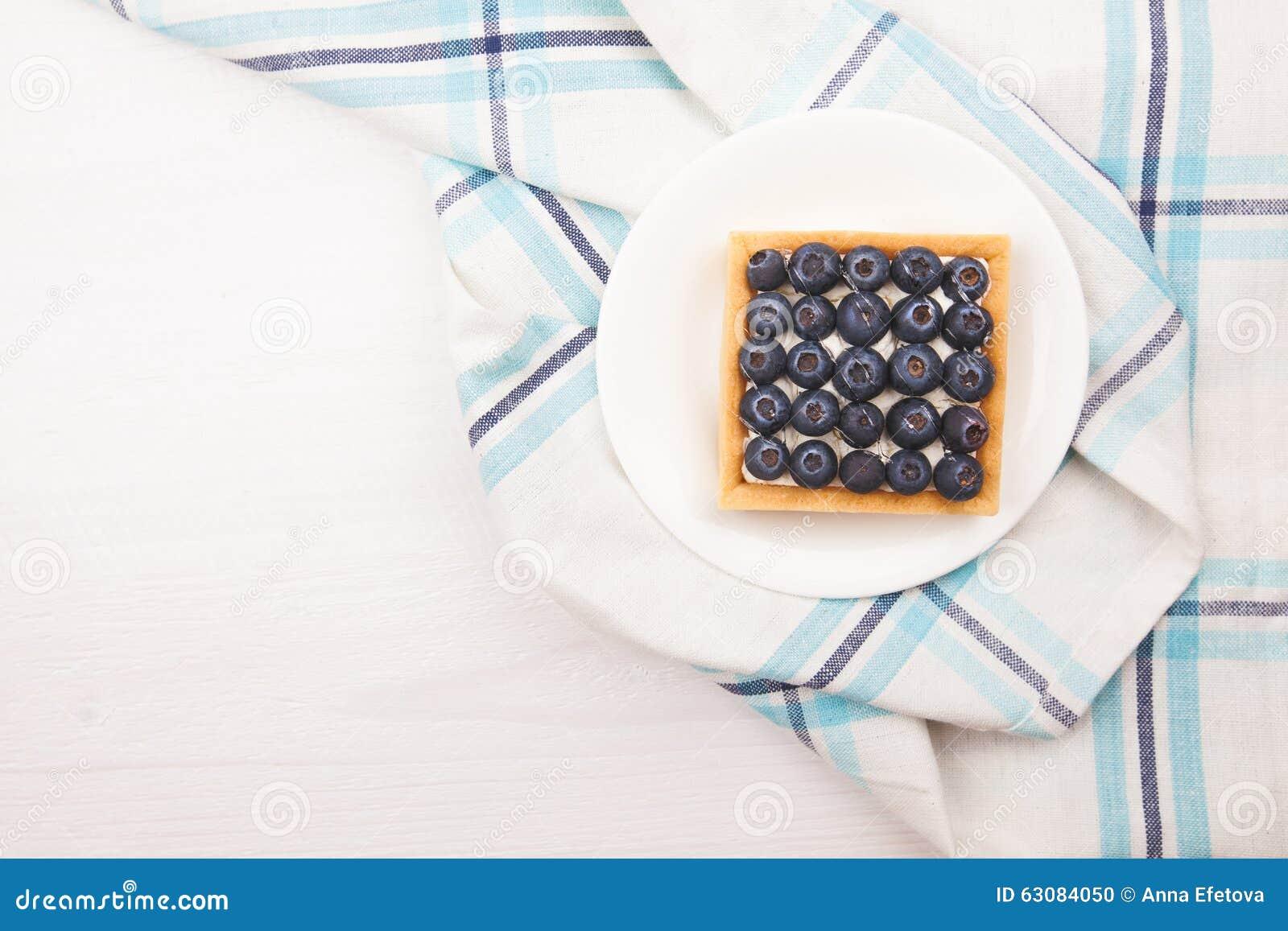 Download Tartelette Avec Les Bluebarries Et La Crème Anglaise Photo stock - Image du assiette, délicieux: 63084050