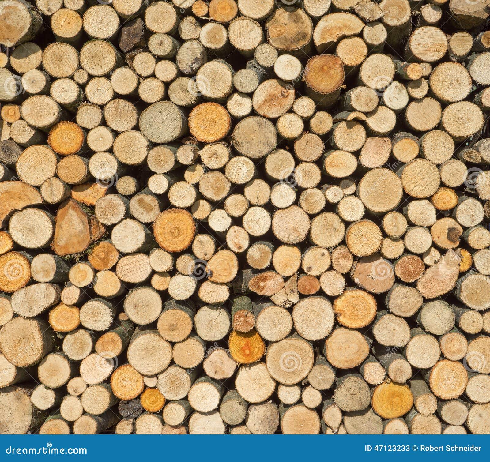 Tas de bois avec le bois de chauffage rond image stock for Les bois flottes de sophie
