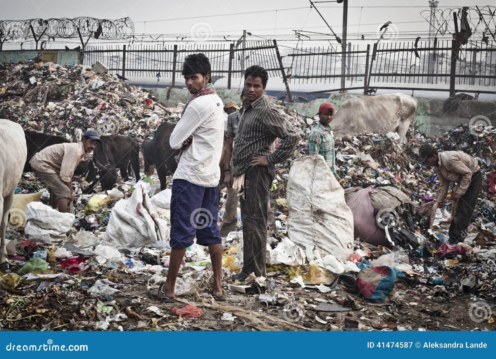Tas de déchets dans l Inde