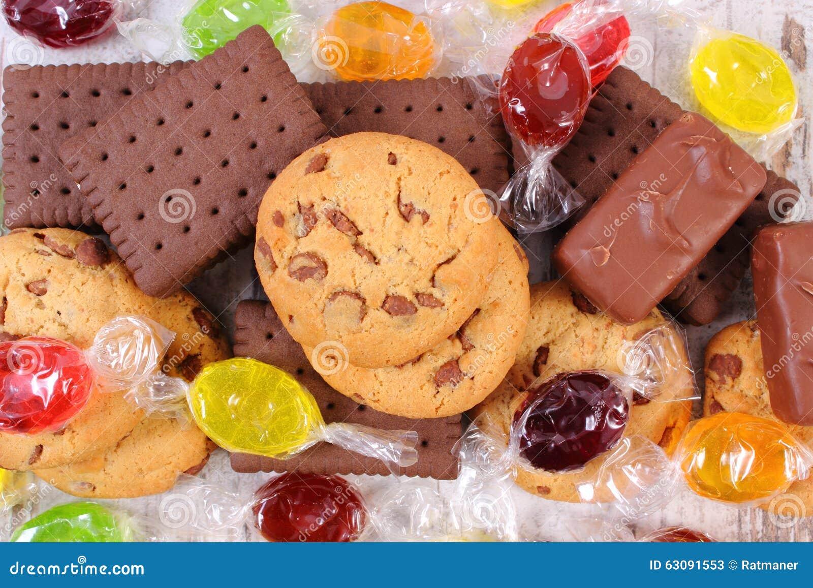 Download Tas Des Sucreries Et Des Biscuits Colorés, Trop De Bonbons Image stock - Image du croûte, wooden: 63091553