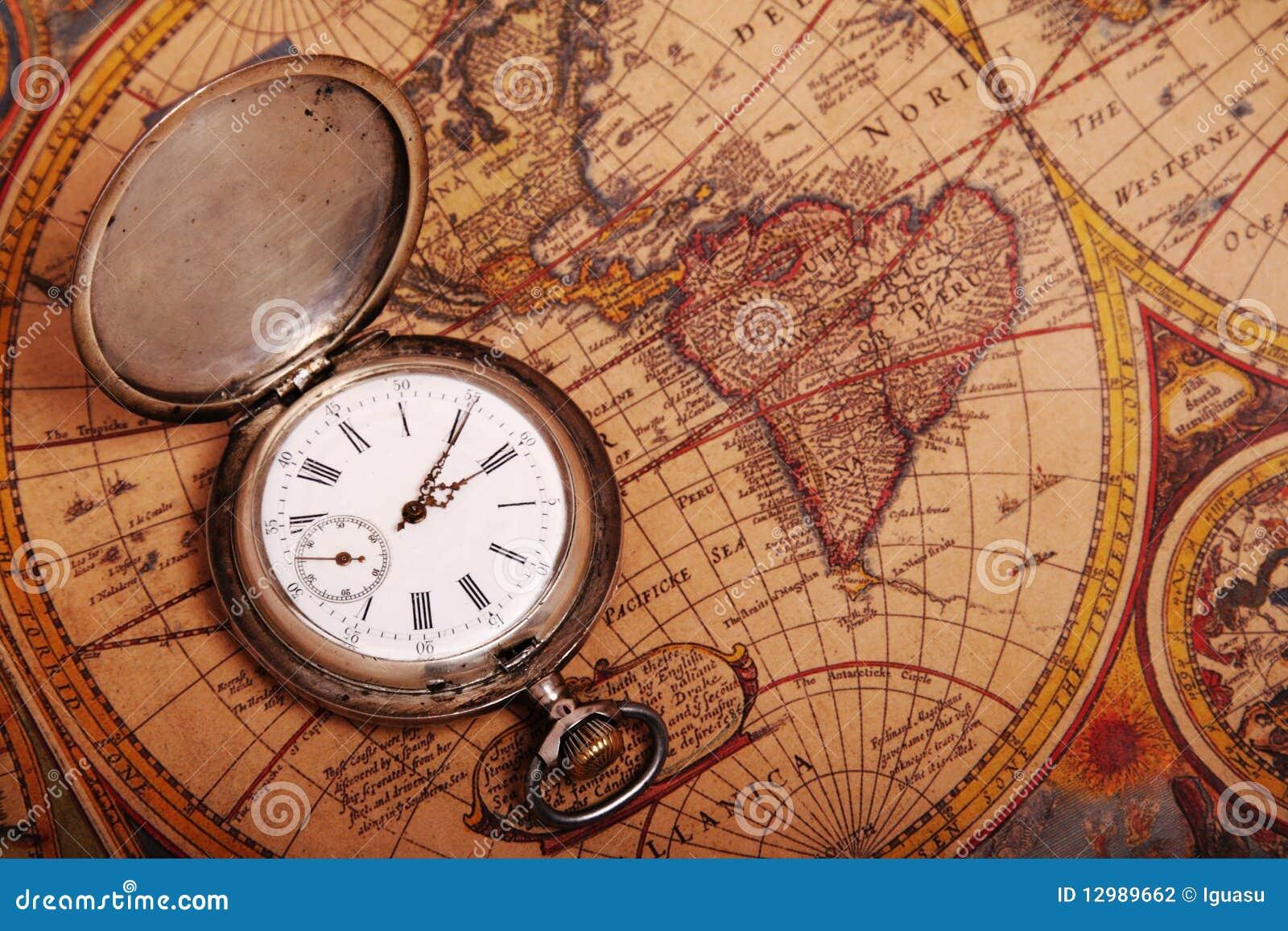 Antike taschenuhr  Taschenuhr Auf Antiker Karte Stockfotografie - Bild: 12989662