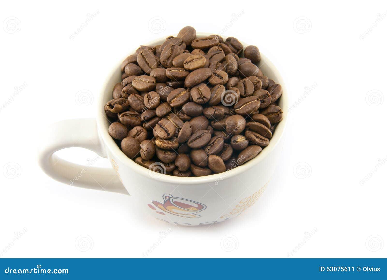 Download Tasse Complètement De Grains De Café D'isolement Image stock - Image du vivacité, collecte: 63075611