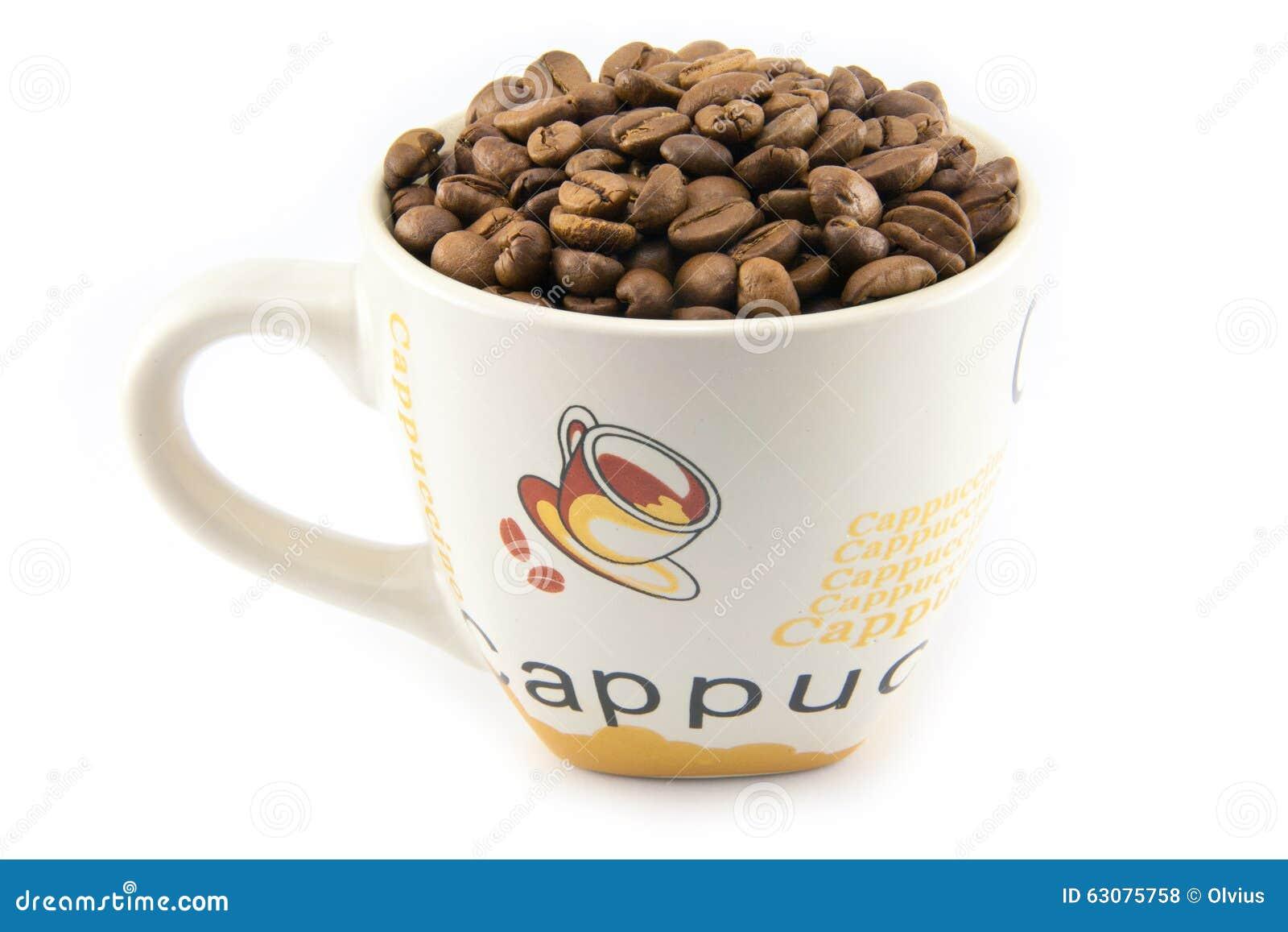Download Tasse Complètement De Grains De Café D'isolement Photo stock - Image du groupe, fond: 63075758