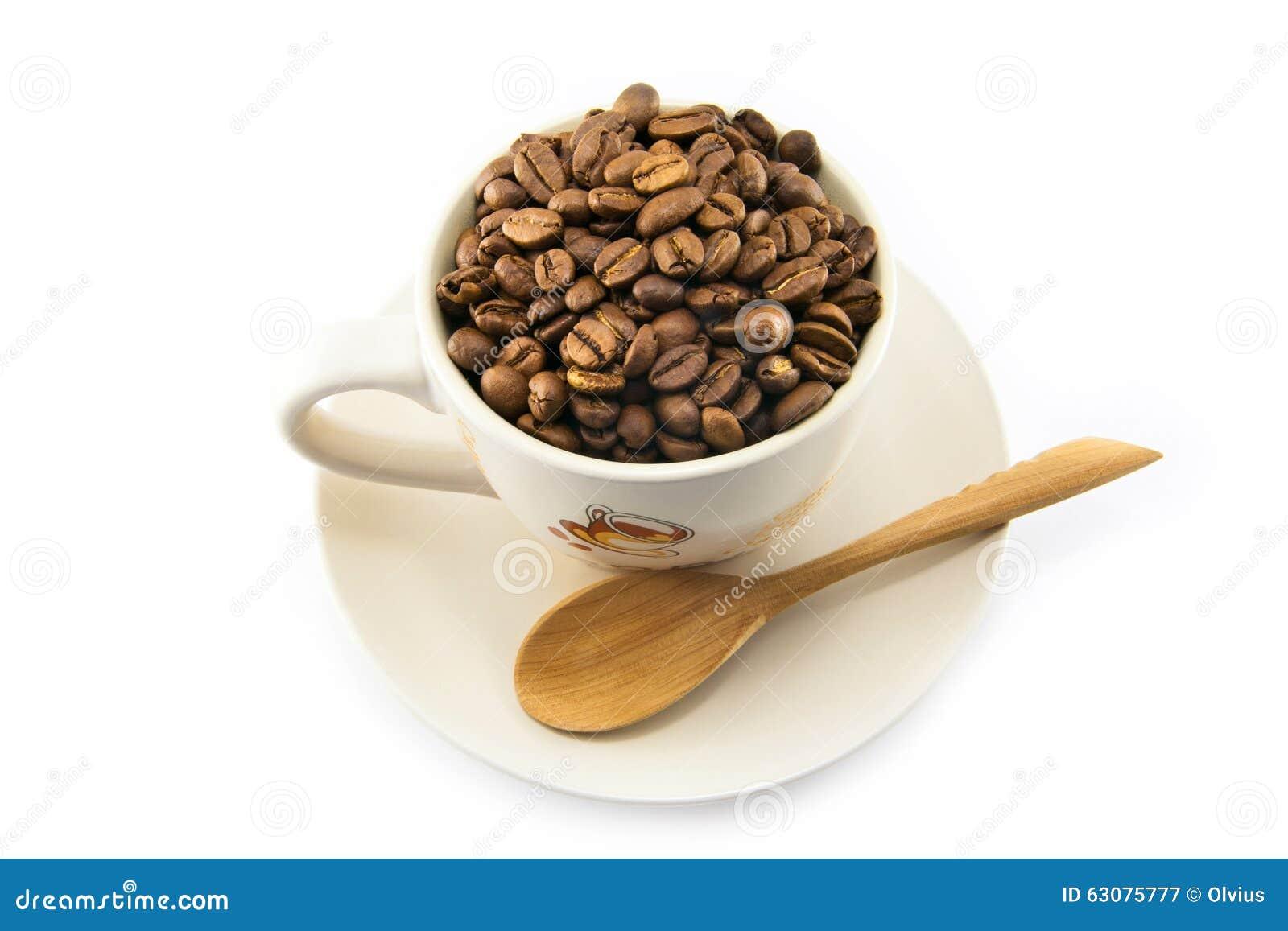 Download Tasse Complètement De Grains De Café D'isolement Image stock - Image du boisson, closeup: 63075777
