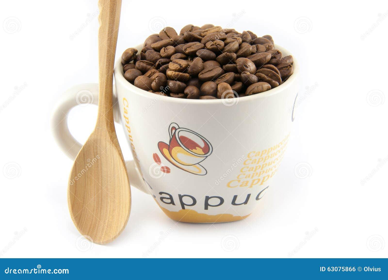 Download Tasse Complètement De Grains De Café D'isolement Photo stock - Image du chaud, énergie: 63075866