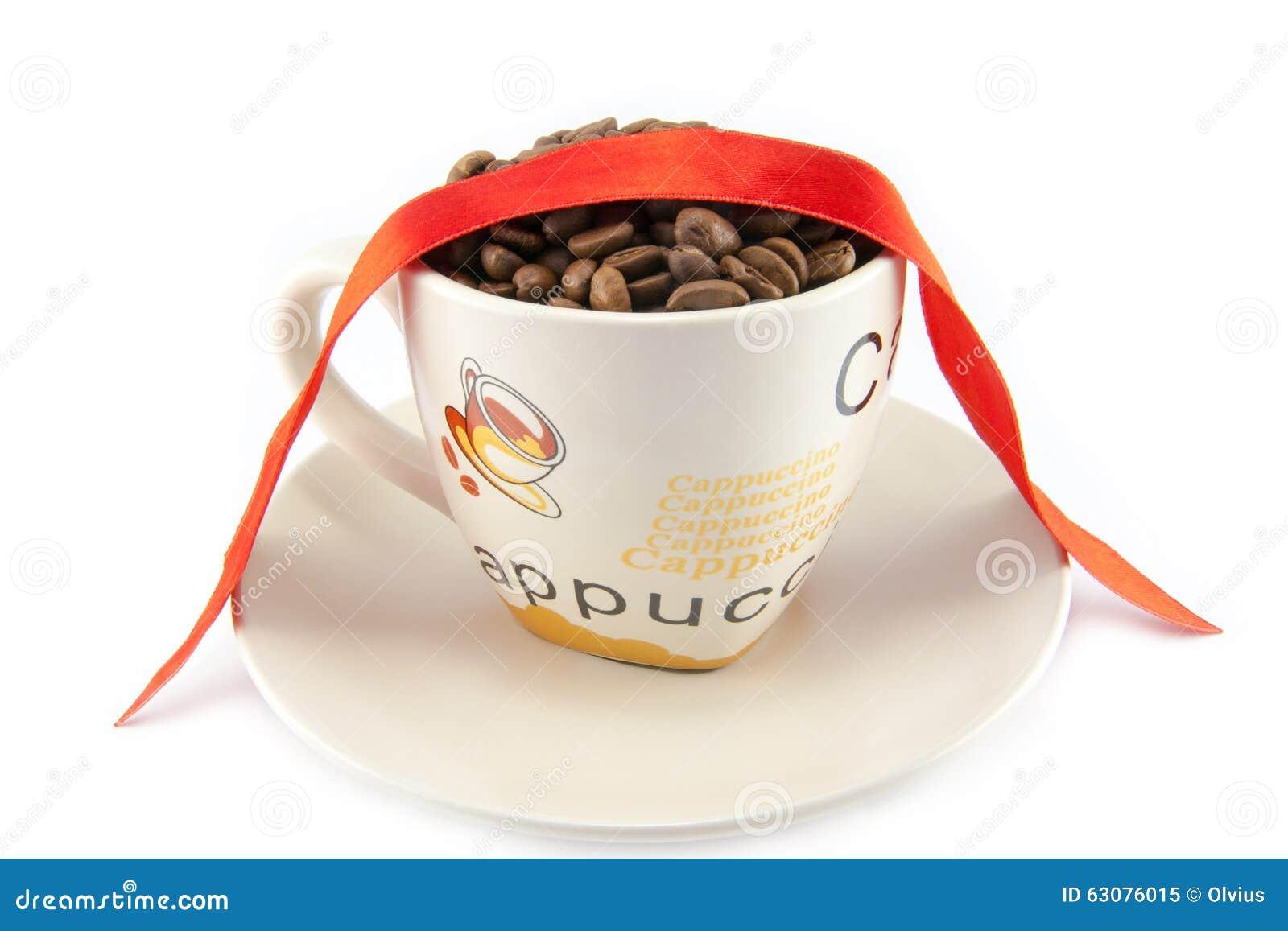 Download Tasse Complètement De Grains De Café D'isolement Image stock - Image du foncé, brun: 63076015