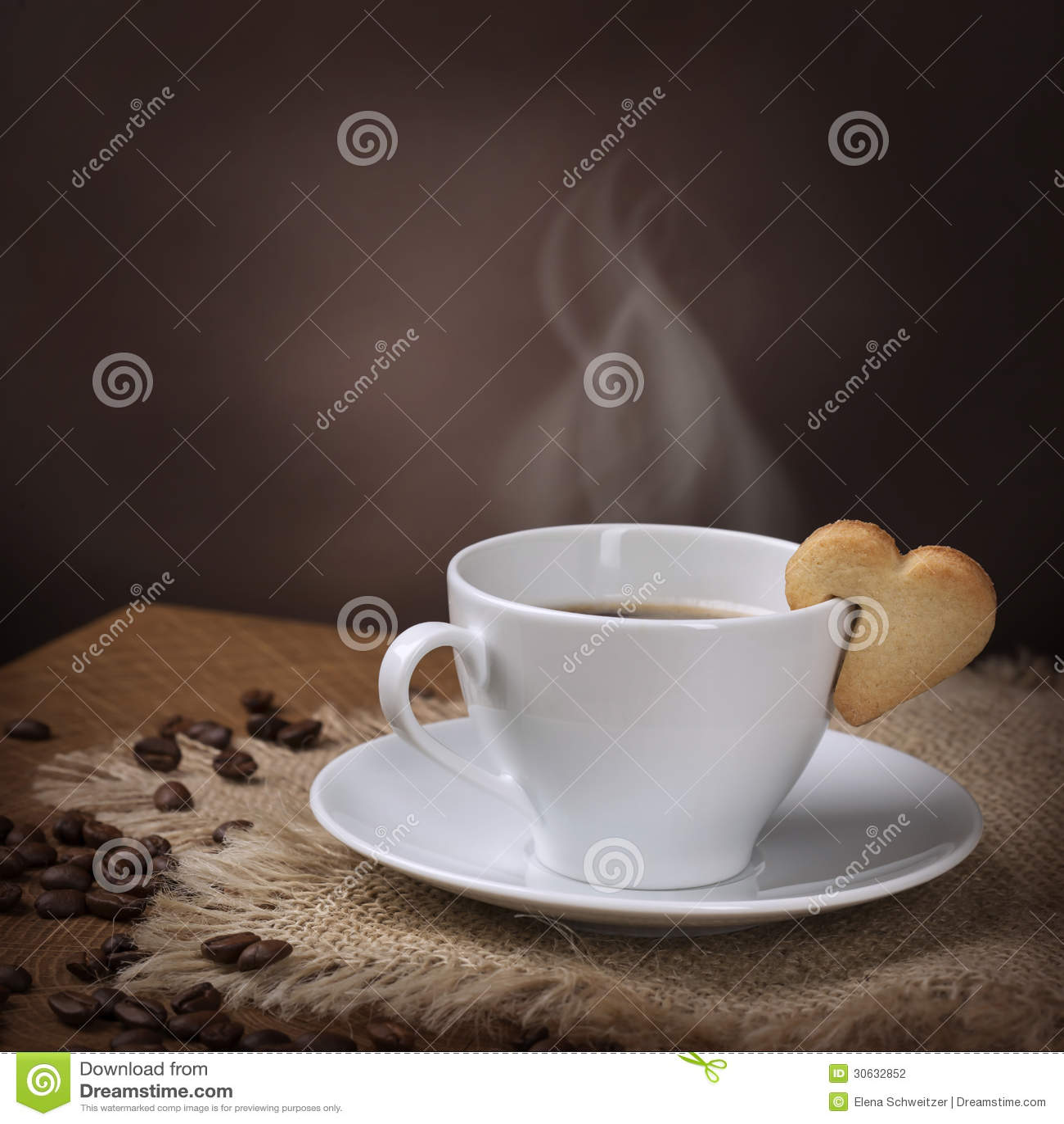 tasse de caf avec le biscuit photographie stock image 30632852. Black Bedroom Furniture Sets. Home Design Ideas