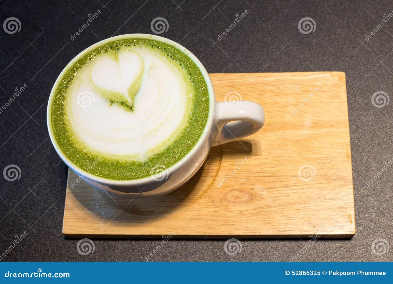 Tasse de café d art de latte sur en bois