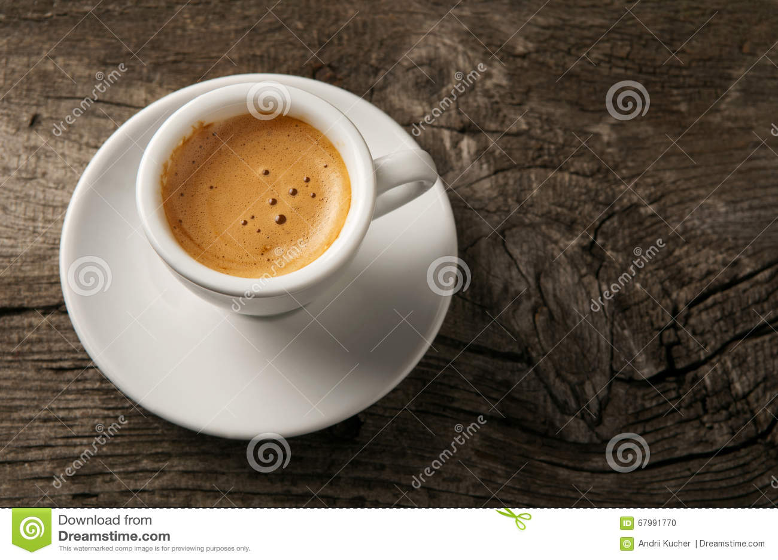 tasse de caf d 39 expresso avec la mousse sur la vue. Black Bedroom Furniture Sets. Home Design Ideas