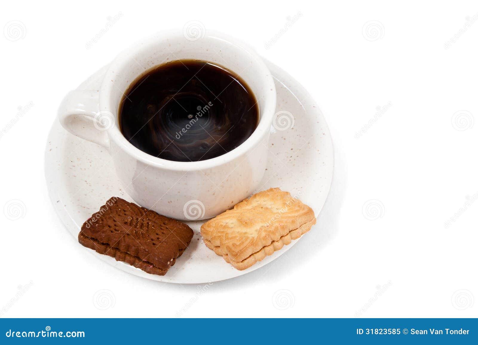 Tasse de caf noir avec deux biscuits - Tasse a cafe avec support ...