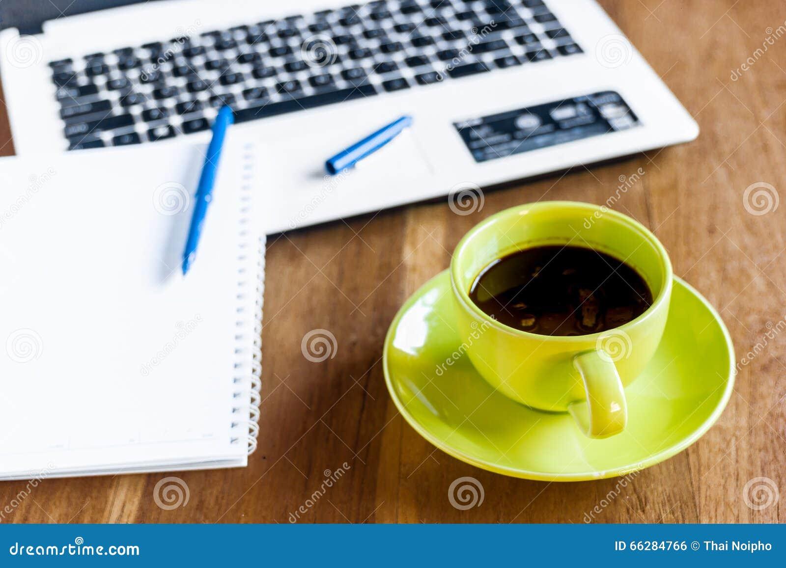 Bureau Fin Noir : Tasse de café noir fournitures de bureau photo stock image du