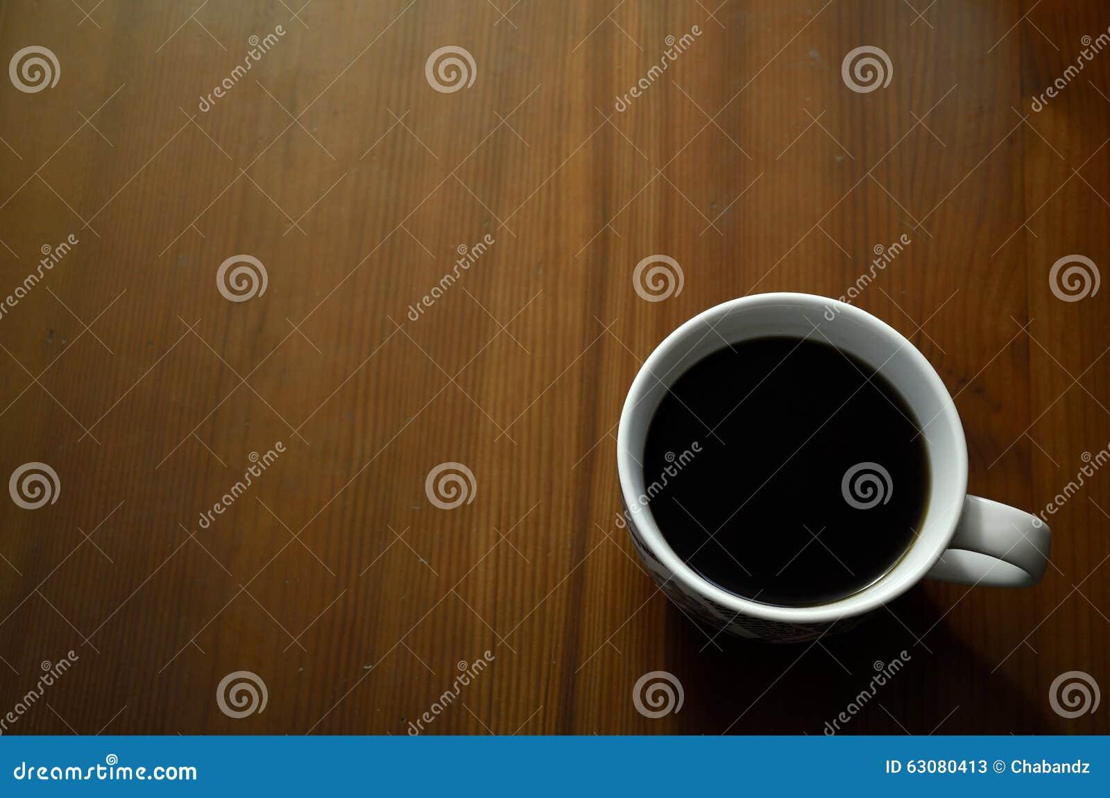 Download Tasse De Café Sur Le Fond En Bois De Table Image stock - Image du matin, fond: 63080413