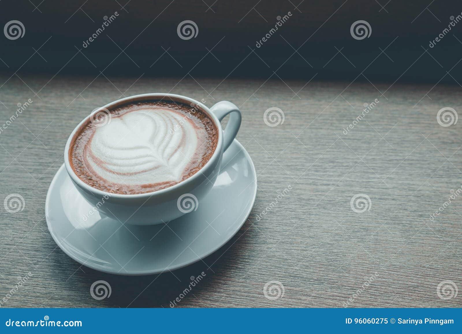 Tasse de café sur le ton de vintage de table
