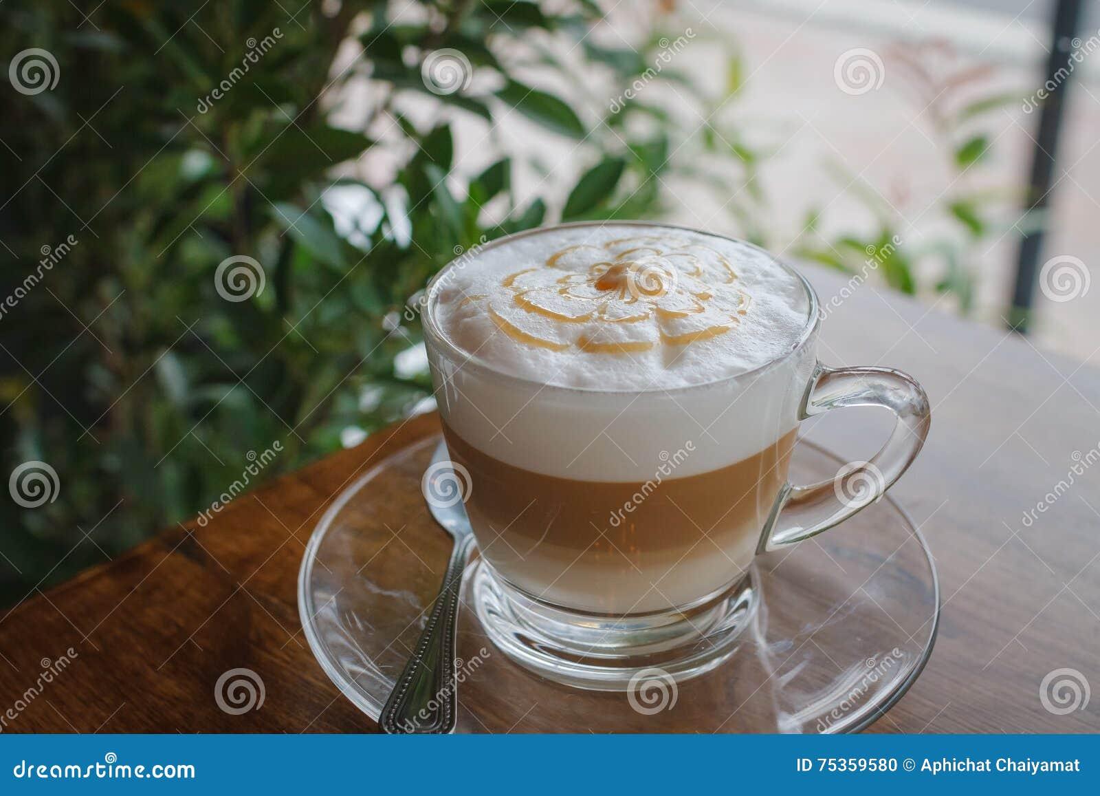 Tasse de café sur le vieux bureau en bois photo stock image du