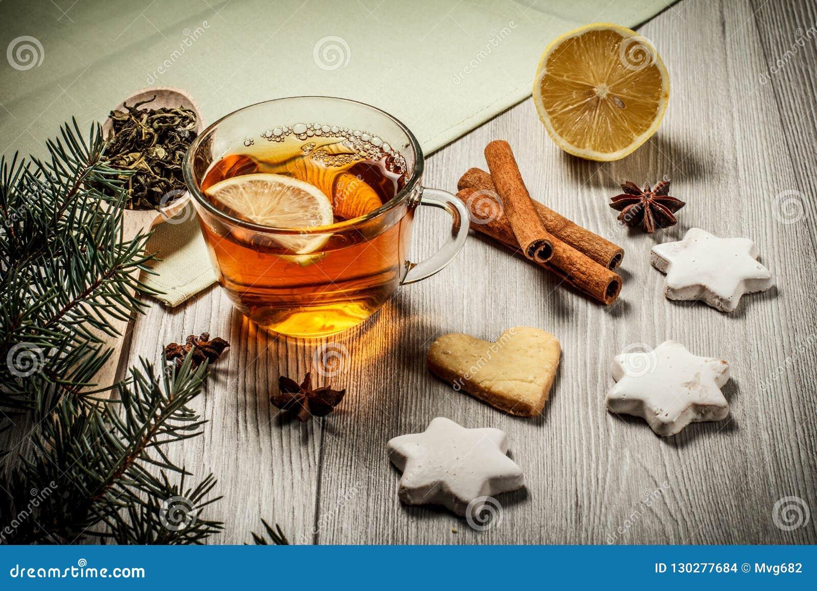 Tasse De Thé Avec La Tranche De Citron De Biscuits De Pain