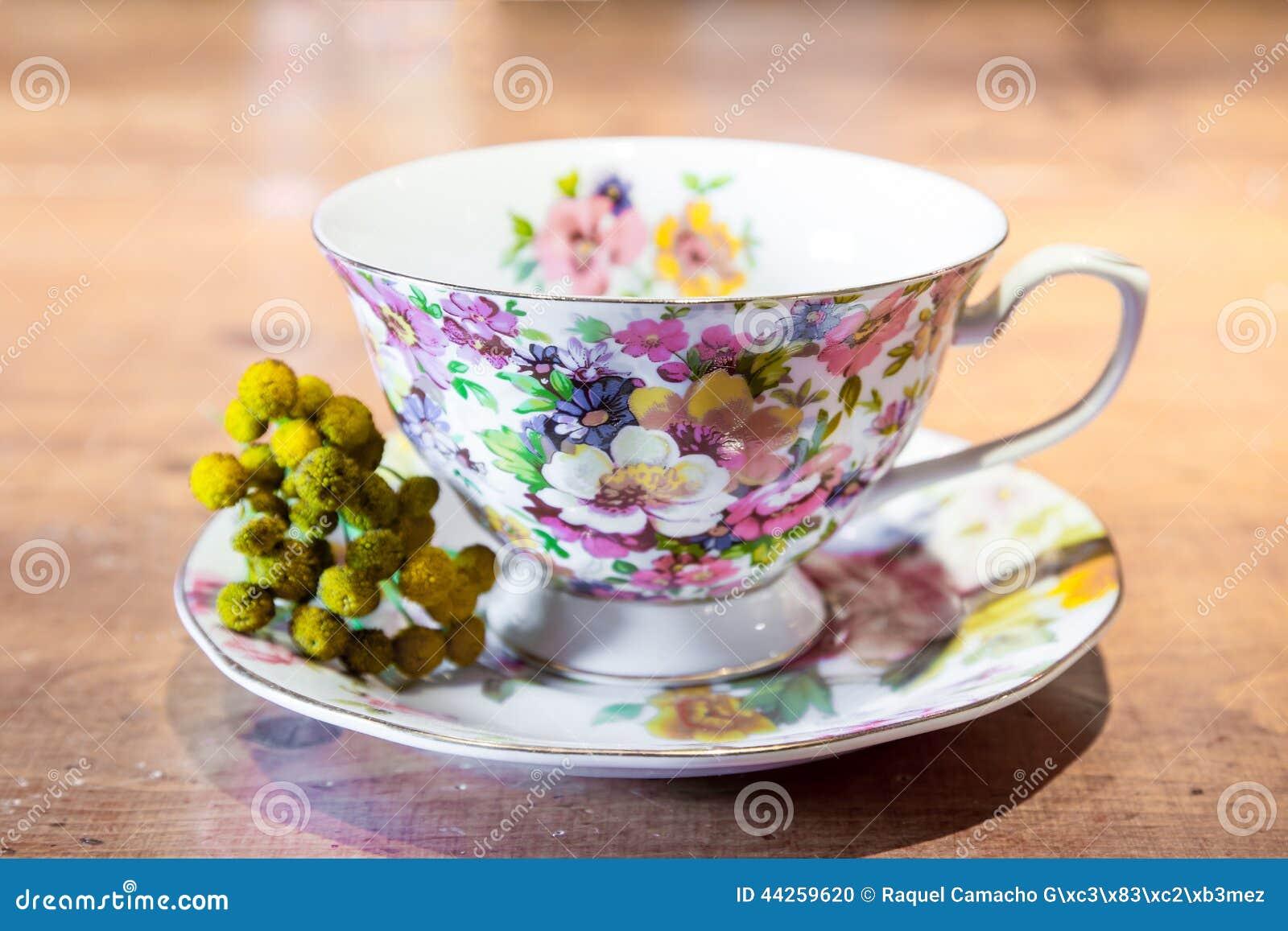 tasse de th de porcelaine photo stock image 44259620. Black Bedroom Furniture Sets. Home Design Ideas