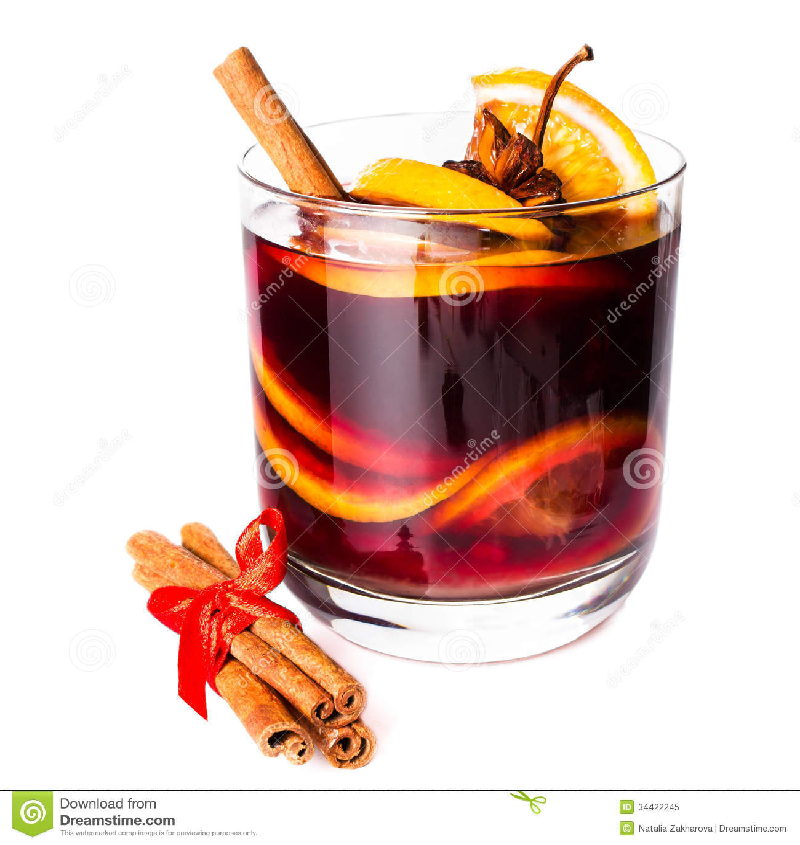 tasse de vin chaud rouge chaud d 39 isolement sur le fond blanc avec le chr image stock image du. Black Bedroom Furniture Sets. Home Design Ideas