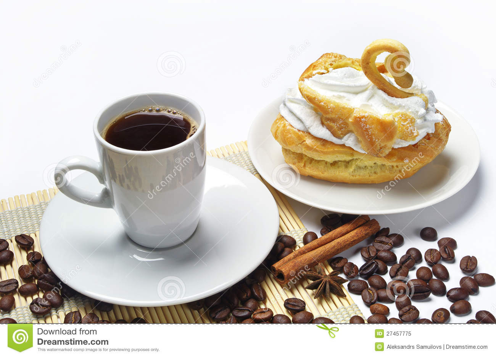 Tasse Kaffee Und Kuchen Stockbild Bild Von Nachtisch 27457775