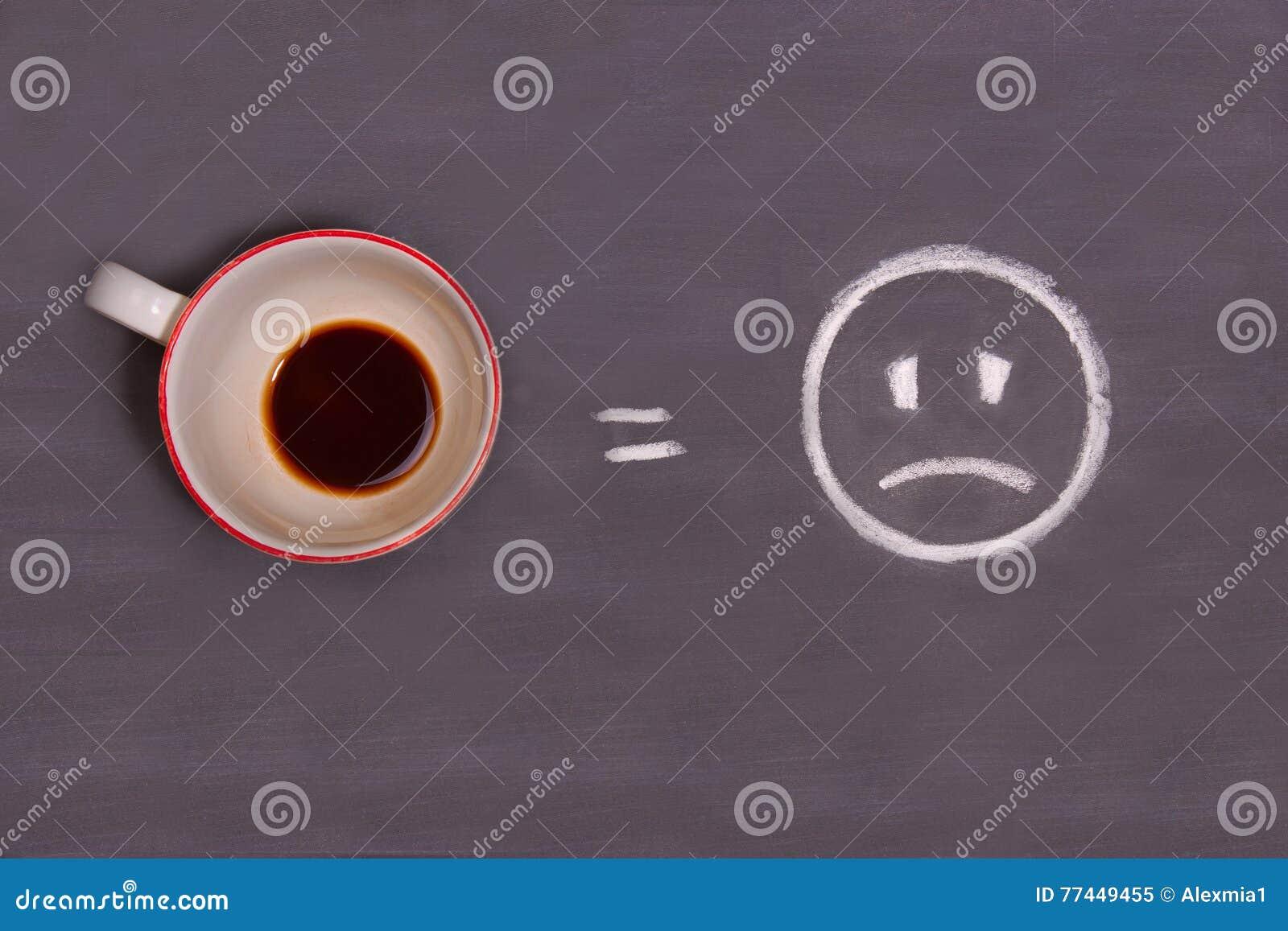 Tisch gezeichnet  Tasse Kaffee Und Trauriger Smiley Auf Dem Tisch Gezeichnet Mit ...