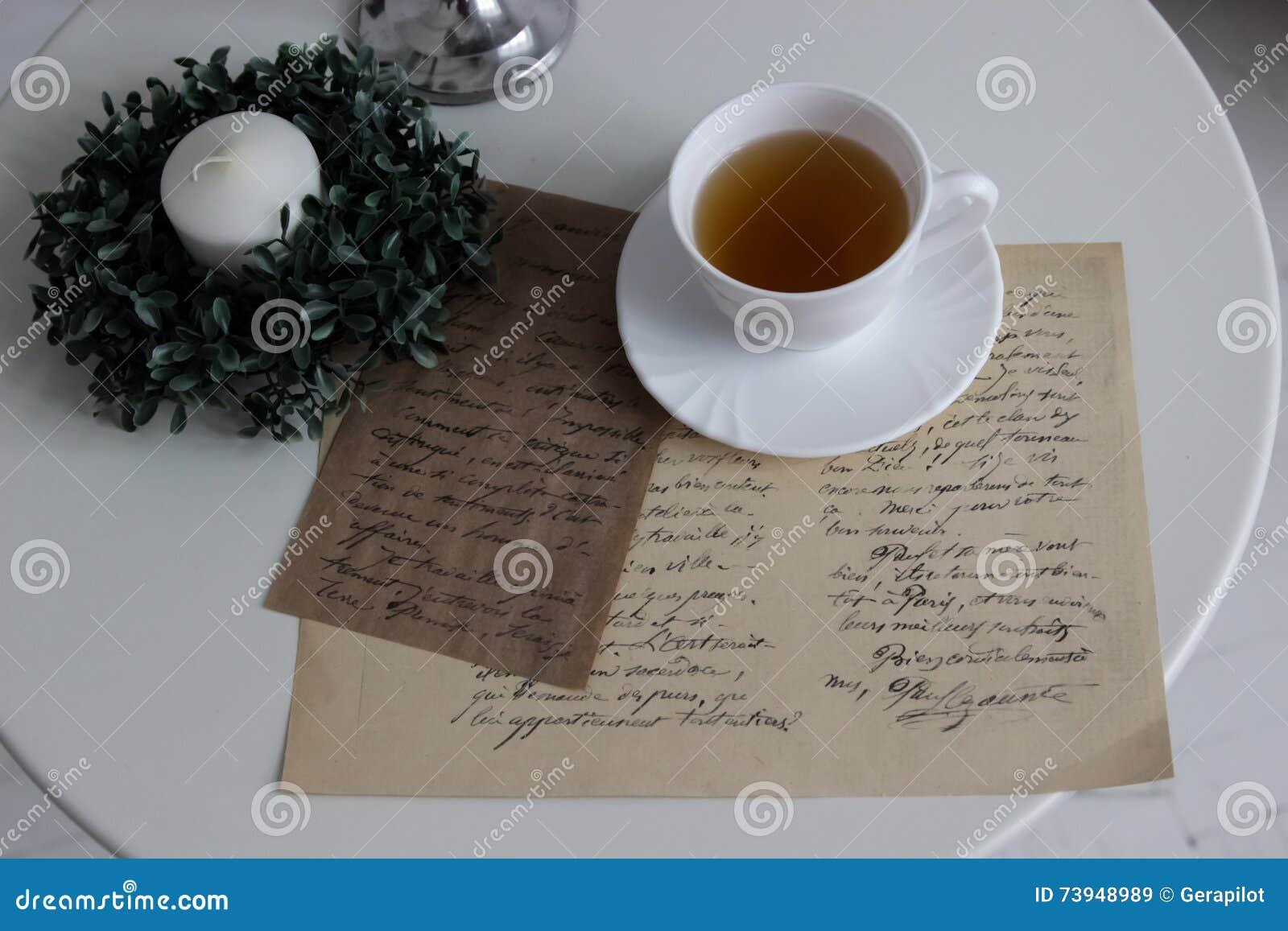 tasse tee und romantischen buchstaben stockbild - bild von