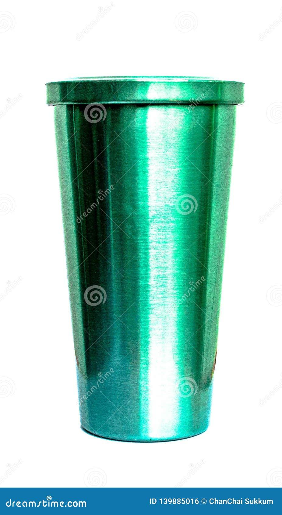 Tasse verte avec le fond blanc de couverture