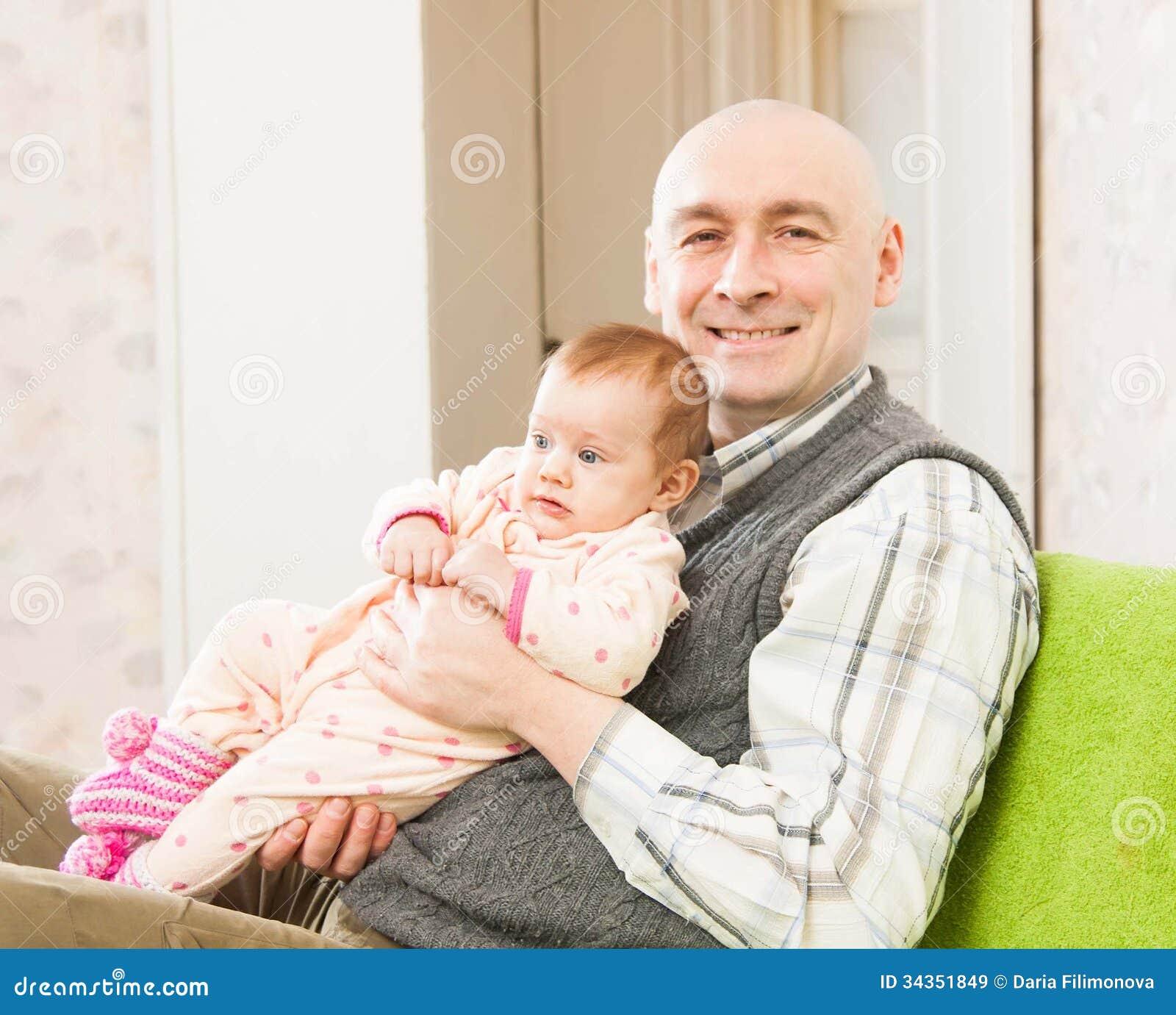 Tata i mała córka