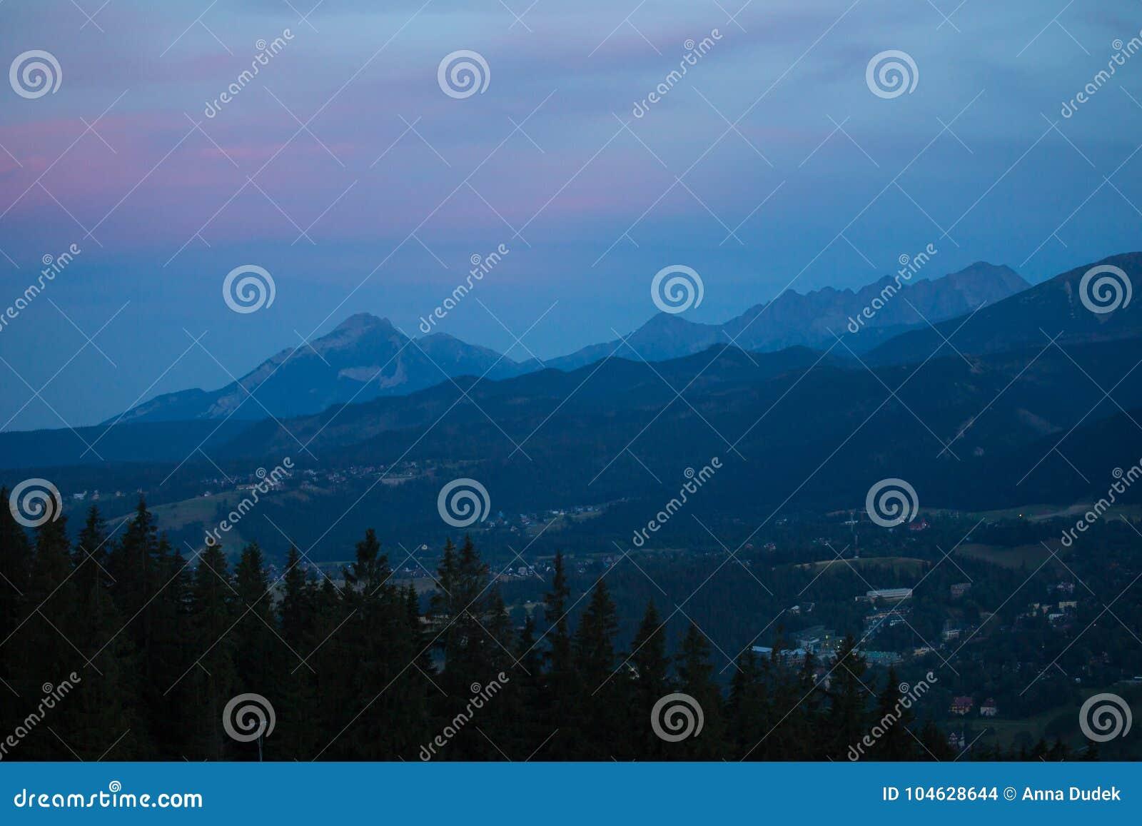 Download Tatry, Polen, Die Mening Gelijk Maken Stock Foto - Afbeelding bestaande uit bergen, berg: 104628644