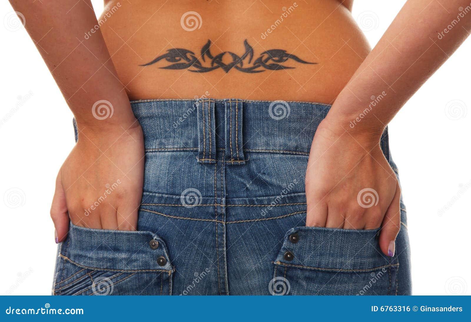 Татуировки на поясницу для девушек фото 25 фотография