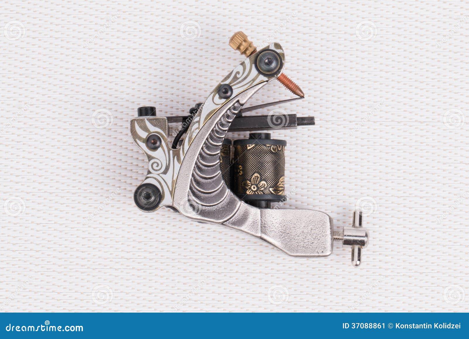 Download Tatuaż maszyna (pistolet). obraz stock. Obraz złożonej z metal - 37088861