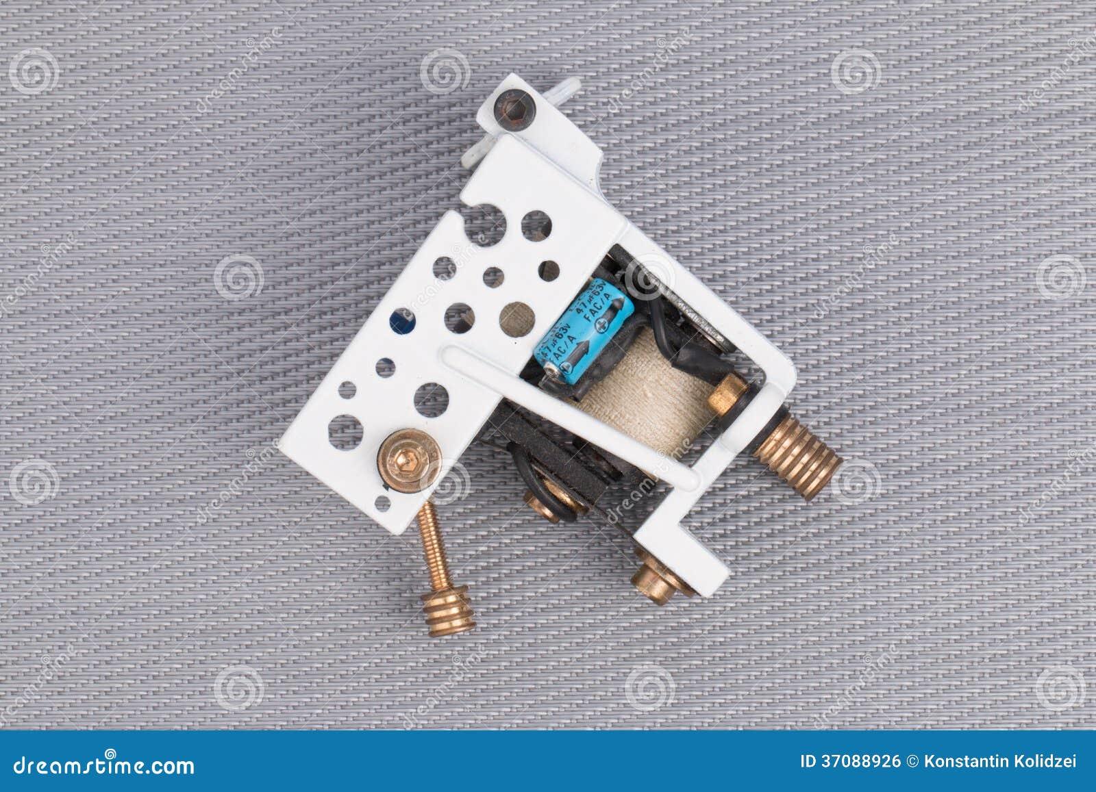 Download Tatuaż maszyna (pistolet). zdjęcie stock. Obraz złożonej z narzędzia - 37088926