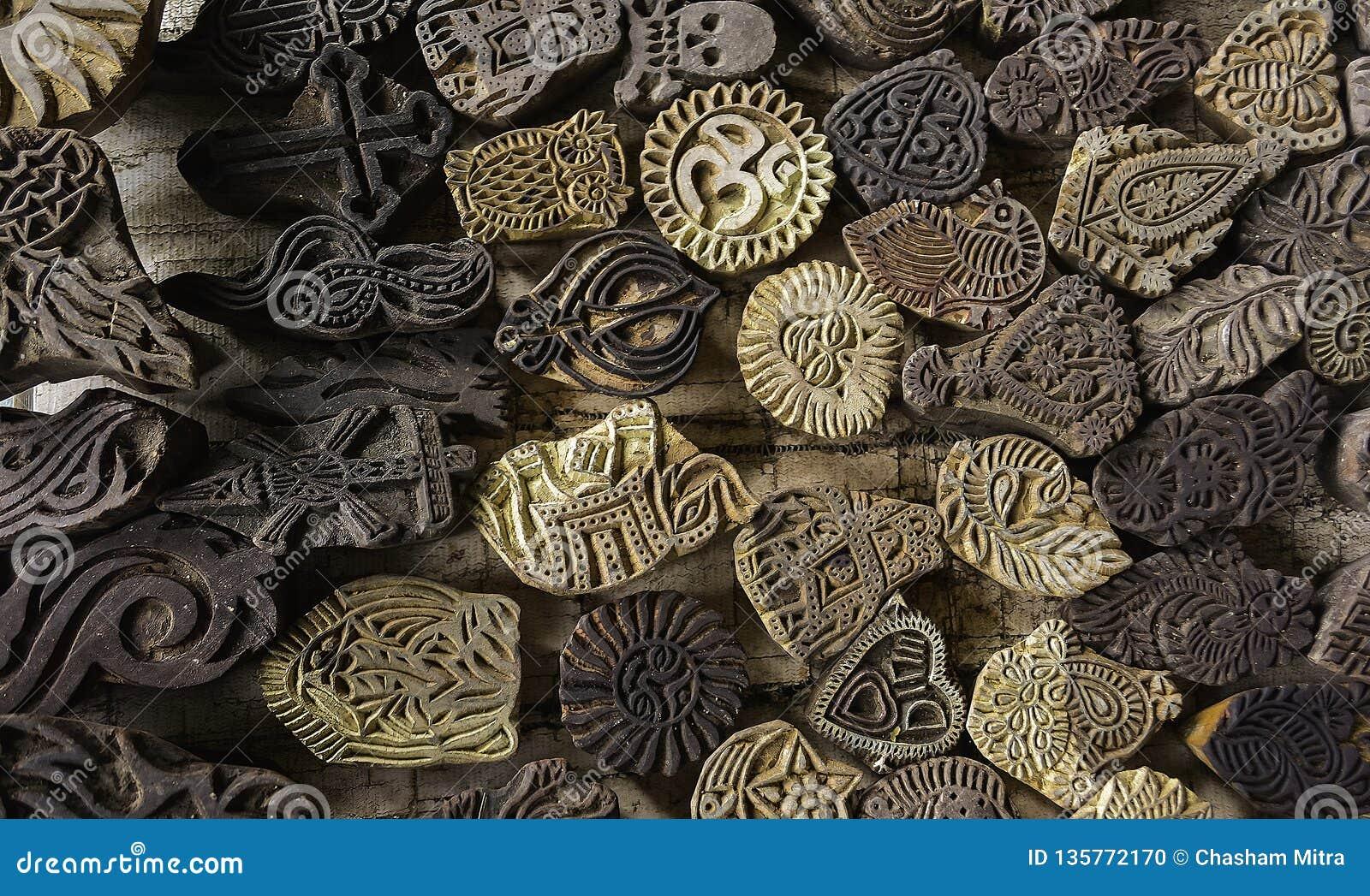 Tatuajes religiosos temporales con otros símbolos