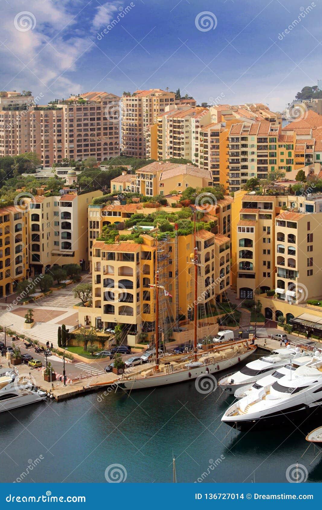 TAUBENSCHLAG D 'AZUR View von Monaco-Hafen