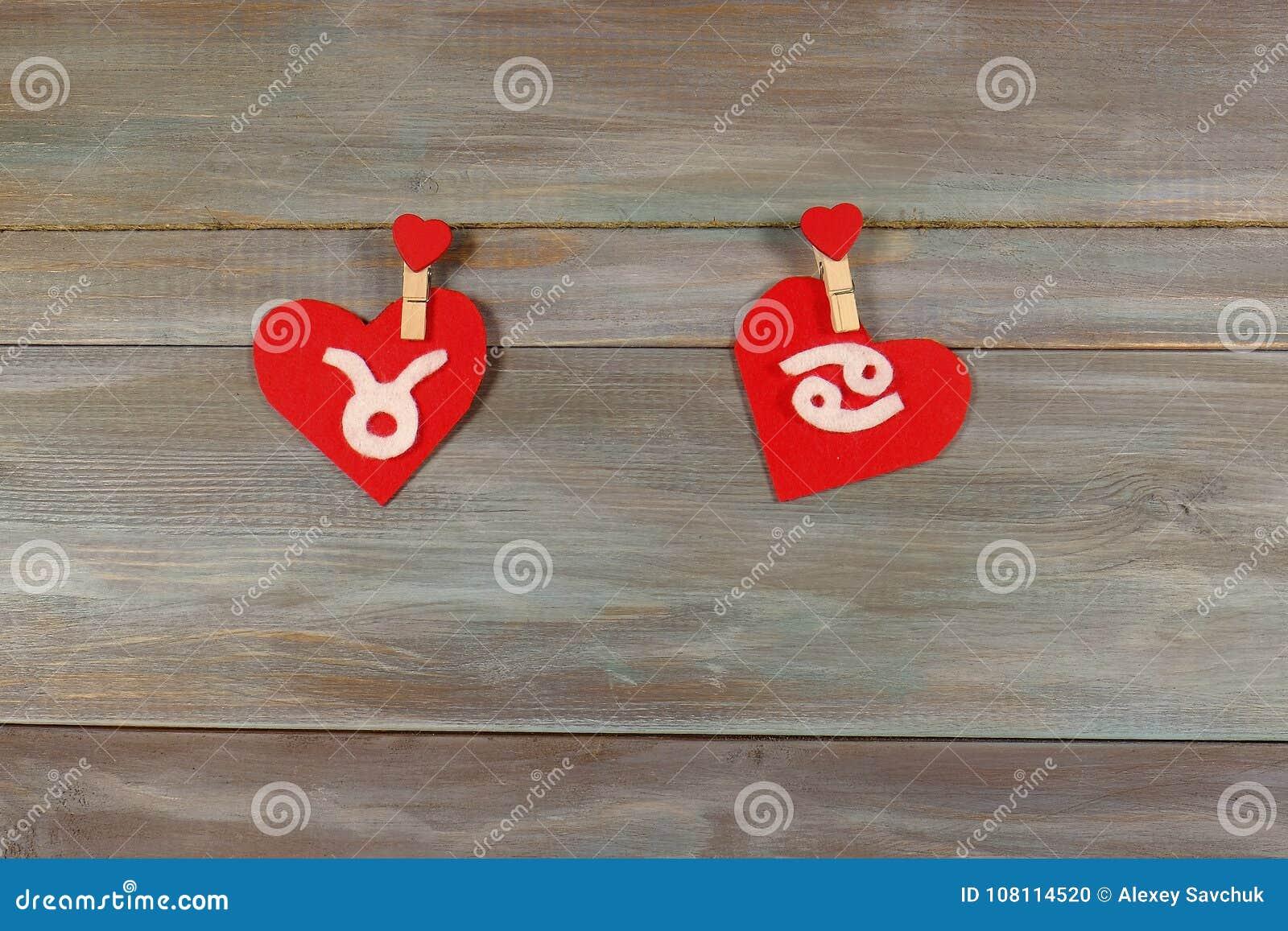 Taurus i nowotwór znaki zodiak i serce felted Drewniany b