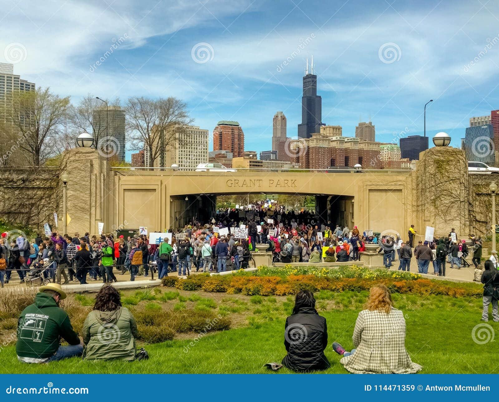 Tausenden von März für Wissenschaftsdemonstranten betreten Museums-Campus