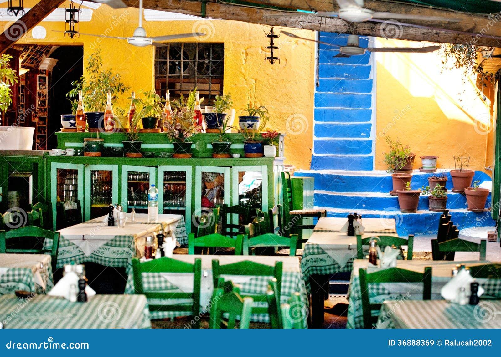 Download Taverna in Symi immagine stock editoriale. Immagine di colorful - 36888369