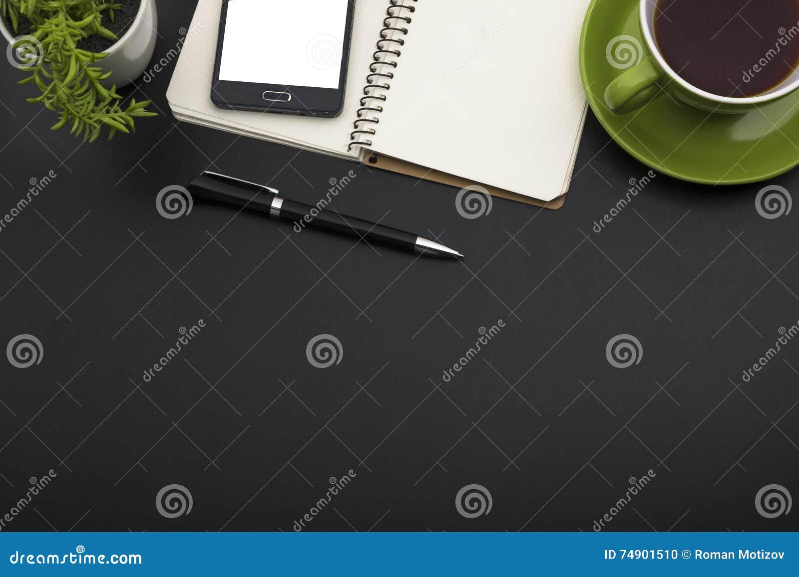 Tavola della scrivania con i rifornimenti Vista superiore Copi lo spazio per testo