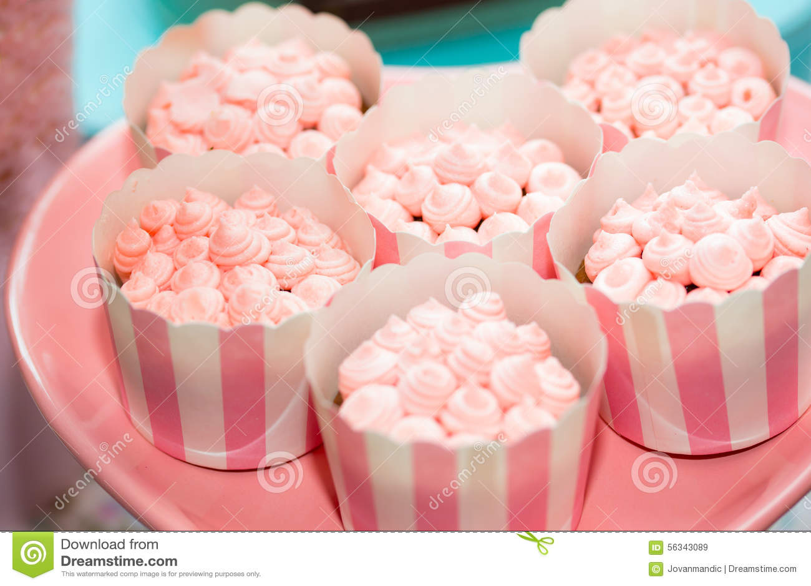 Souvent Tavola Di Compleanno Con I Dolci Per Il Partito Dei Bambini  KC47