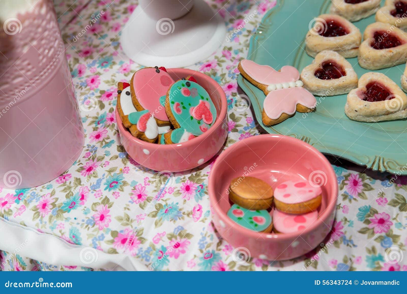 Tavolo Compleanno Bambini : Tavola di compleanno con i dolci per il partito dei bambini