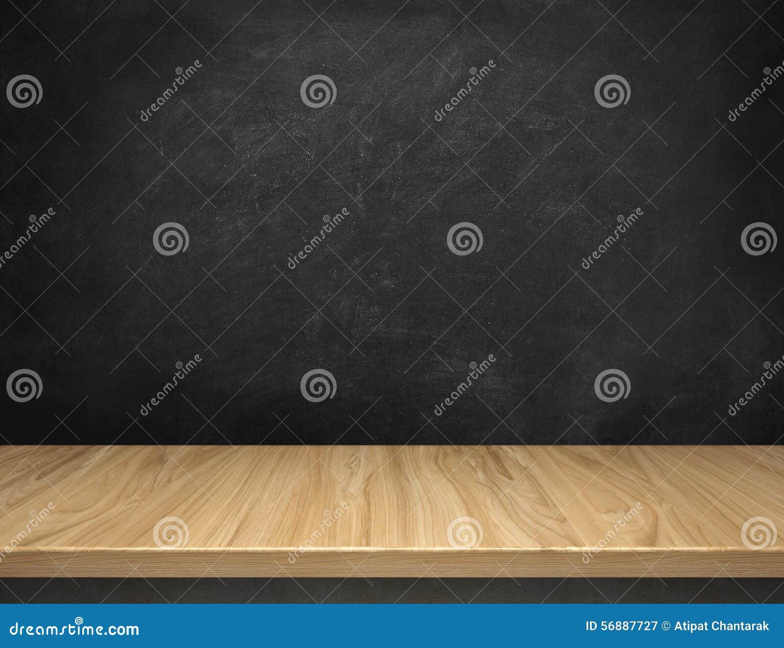 Tavola di legno con il fondo della lavagna
