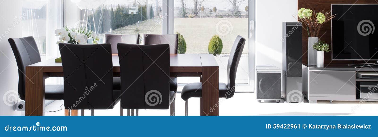 Tavola e sedie di legno moderne fotografia stock for Tavola e sedie