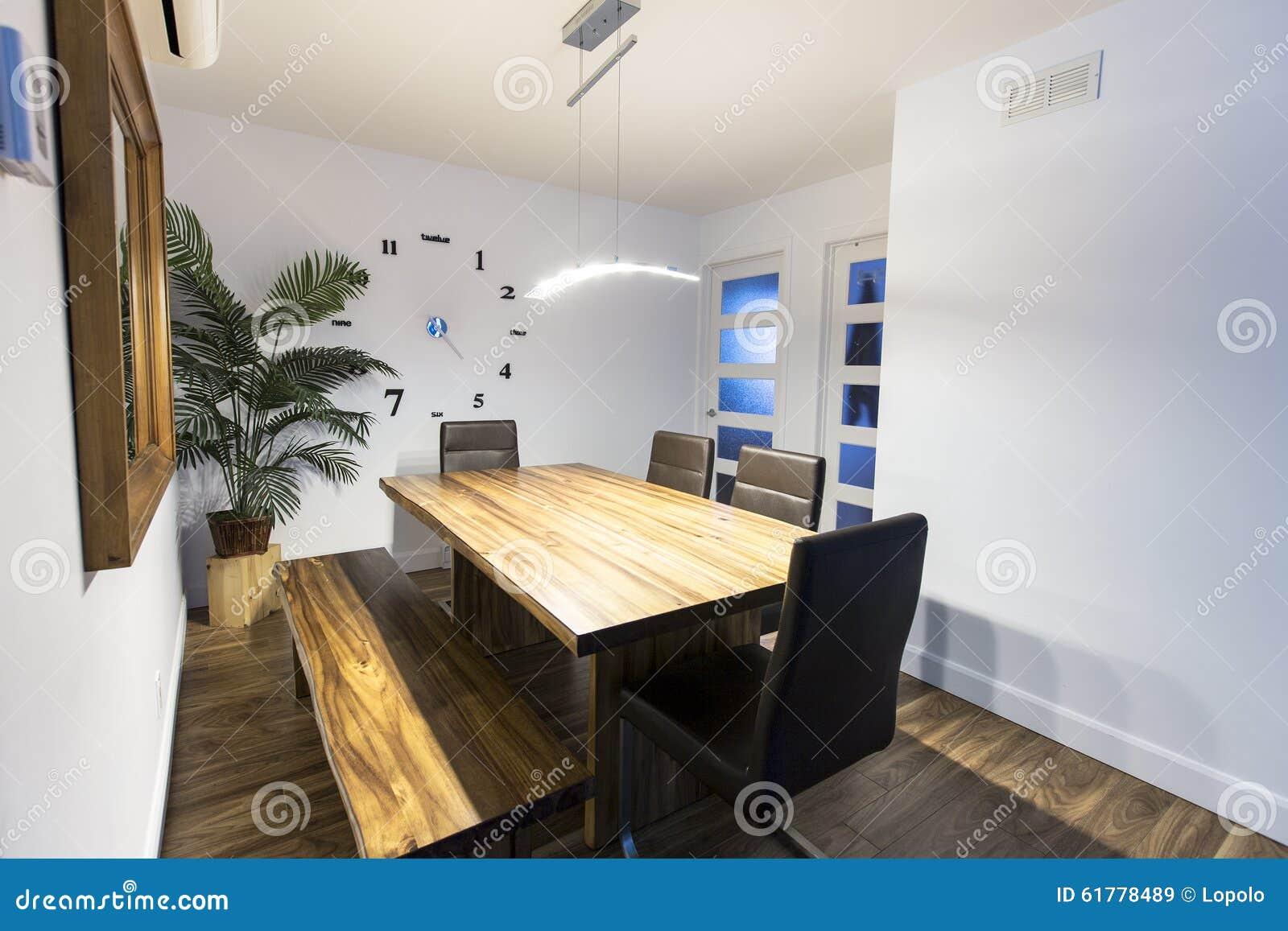 Tavoli Da Cucina In Legno : Tavolo da cucina di legno interno domestico rurale immagine stock